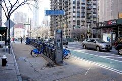 Biciclette per gli affitti a breve termine in NYC fotografia stock libera da diritti