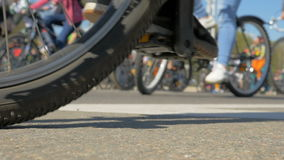 Biciclette sulla via - rallentatore 180fps stock footage