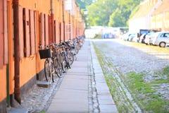 Biciclette sulla via Scandinavia Europa della città Immagine Stock Libera da Diritti