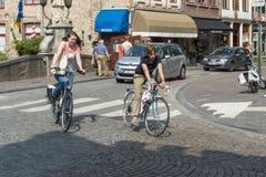 Biciclette in una via Fotografia Stock