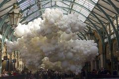 Bicie serca balonowa instalacja Zdjęcia Stock
