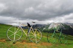 Bicis de Gient en la colina imágenes de archivo libres de regalías