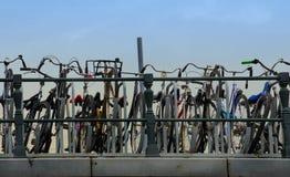 Bicis en Amsterdam Fotos de archivo libres de regalías