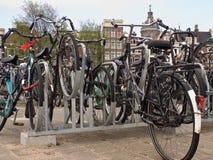 Bicis en Amsterdam Imagen de archivo libre de regalías