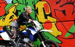 Bicker graffiti kobieta i fotografia royalty free