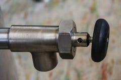 Bico do metal com botão preto fotografia de stock royalty free