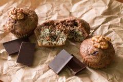 Bicolor булочки с шоколадом, маками и грецкими орехами Стоковое Изображение RF