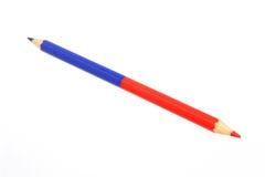 Bicoloured rood en blauw die potlood op wit wordt geïsoleerd Royalty-vrije Stock Foto's