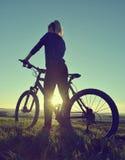 bicycle девушка стоковое фото