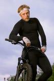 bicycle его человек удерживания стоковые фотографии rf
