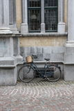 Bicycle. A solitary bicycle leaning against a wall Royalty Free Stock Photos