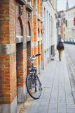Bicycle against brick wall in Brugge Stock Photography