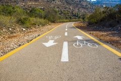 Bicycle o sinal na estrada usada para o cruzamento pedestre imagens de stock royalty free