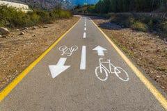 Bicycle o sinal na estrada usada para o cruzamento pedestre imagem de stock
