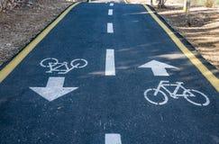 Bicycle o sinal na estrada usada para o cruzamento pedestre foto de stock royalty free