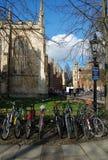 Bicycle o transporte para estudantes, Cambridge, Reino Unido foto de stock