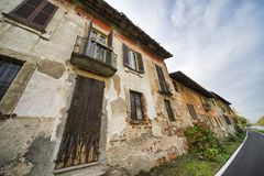 Bikeway along the Naviglio Grande at Robecco: old houses Royalty Free Stock Images
