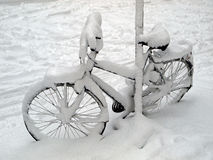 Bicycle in the snow Royalty Free Stock Photography