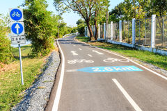 Bicycle way and sign Royalty Free Stock Photos