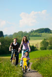 bicycles лето riding семьи Стоковые Фото