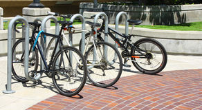 bicycles пятно стоянкы автомобилей стоковое изображение rf