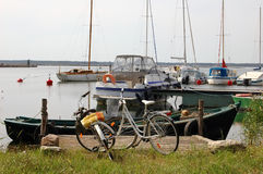 Bicycles and yachts at harbor Royalty Free Stock Photos