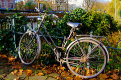 Bicyclette à Amsterdam aux Pays-Bas photos stock