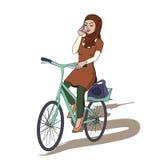 Bicyclette arabe d'équitation de fille tout en parlant avec le smartphone Photographie stock