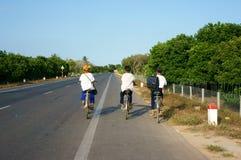 Bicyclette asiatique de tour d'élève Image stock