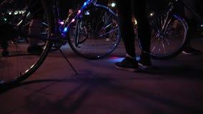 Bicyclette avec la guirlande lumineuse clips vidéos