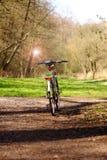 Bicyclette avec la réflexion du soleil dans le miroir Image stock