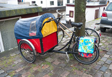 Bicyclette avec la remorque Image libre de droits