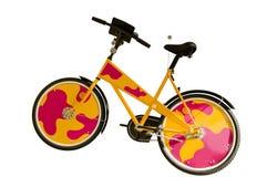 Bicyclette colorée drôle d'isolement sur le backgrou blanc Image libre de droits