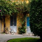 Bicyclette contre le mur Photo libre de droits