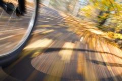 Bicyclette d'équitation. Tache floue de mouvement abstraite. Images libres de droits