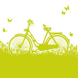 Bicyclette dans l'herbe Image stock