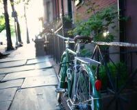 Bicyclette dans une barrière photo libre de droits