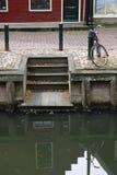 Bicyclette et canal de Netherland Image libre de droits