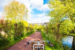 Bicyclette et chemin de bicyclette Image libre de droits
