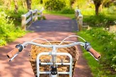 Bicyclette et chemin de bicyclette Images stock