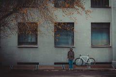 Bicyclette et homme Photos libres de droits