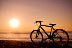 Bicyclette et mer photo stock