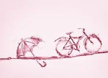 Bicyclette et parapluie de l'eau rouge Photo stock