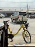 Bicyclette jaune images libres de droits