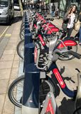 Bicyclette-partager le syst?me ? Londres image libre de droits
