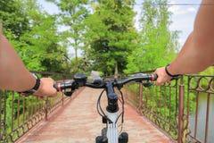 Bicyclette Première vue de personne Photos libres de droits