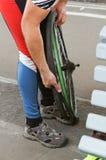 Bicyclette, roue, appareil-photo, pneu, réparation, roue, difficulté, joint, changement images stock