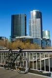 Bicyclette sur la passerelle Images libres de droits