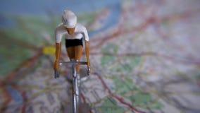 Bicyclette sur une carte image stock