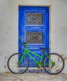 Bicyclette verte d'isolement photographie stock libre de droits